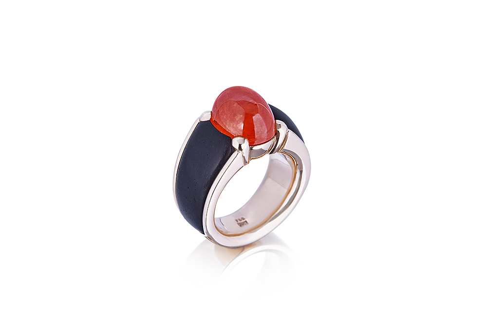 Yellow Gold Ring Solitaire with oval mandarin garnet and side ebony.