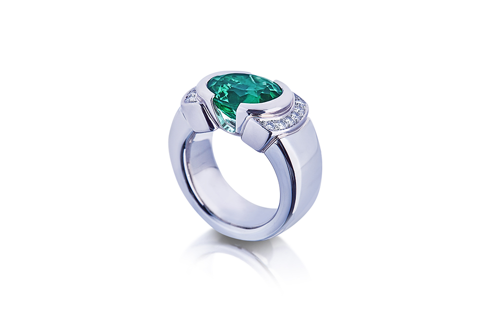 Ring in white gold with fancy green tourmaline stone.