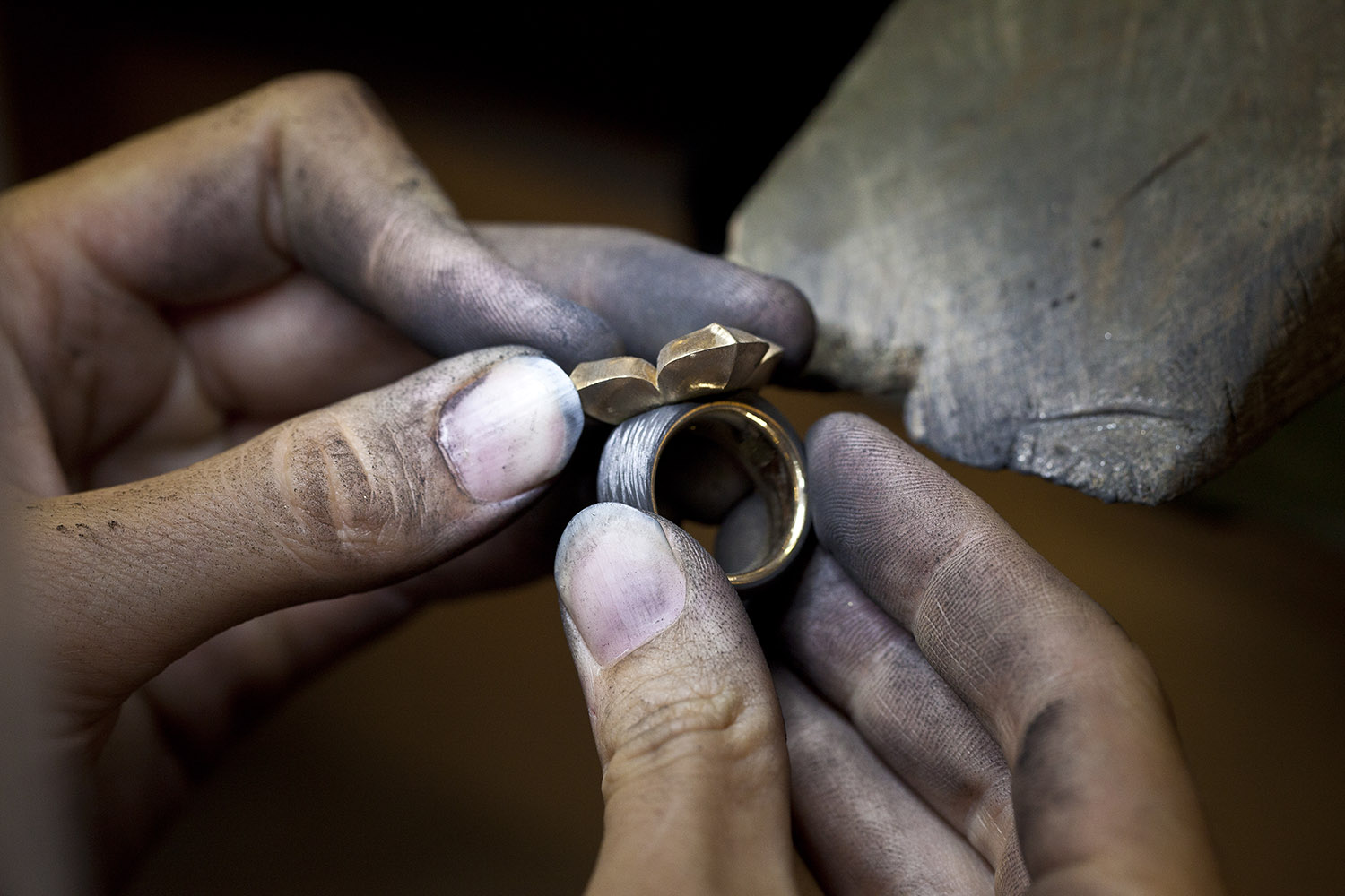 zurich-juwelier_goldschmied-atelier_making-of_ring_carbon.jpg